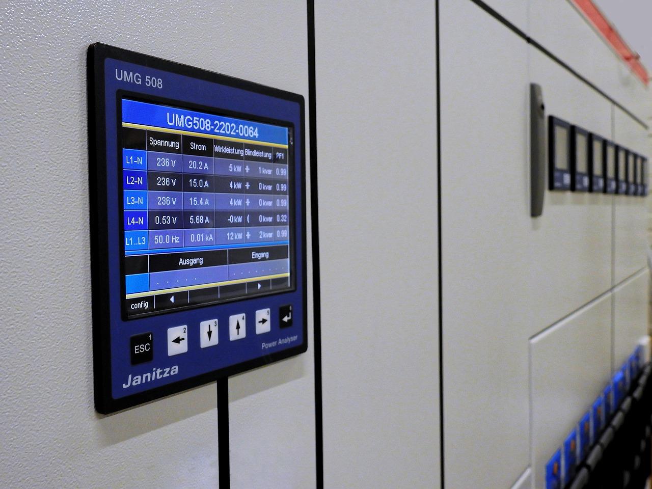 Szafy i pulpity sterownicze: niezbędnym wyposażeniem nowoczesnych fabryk