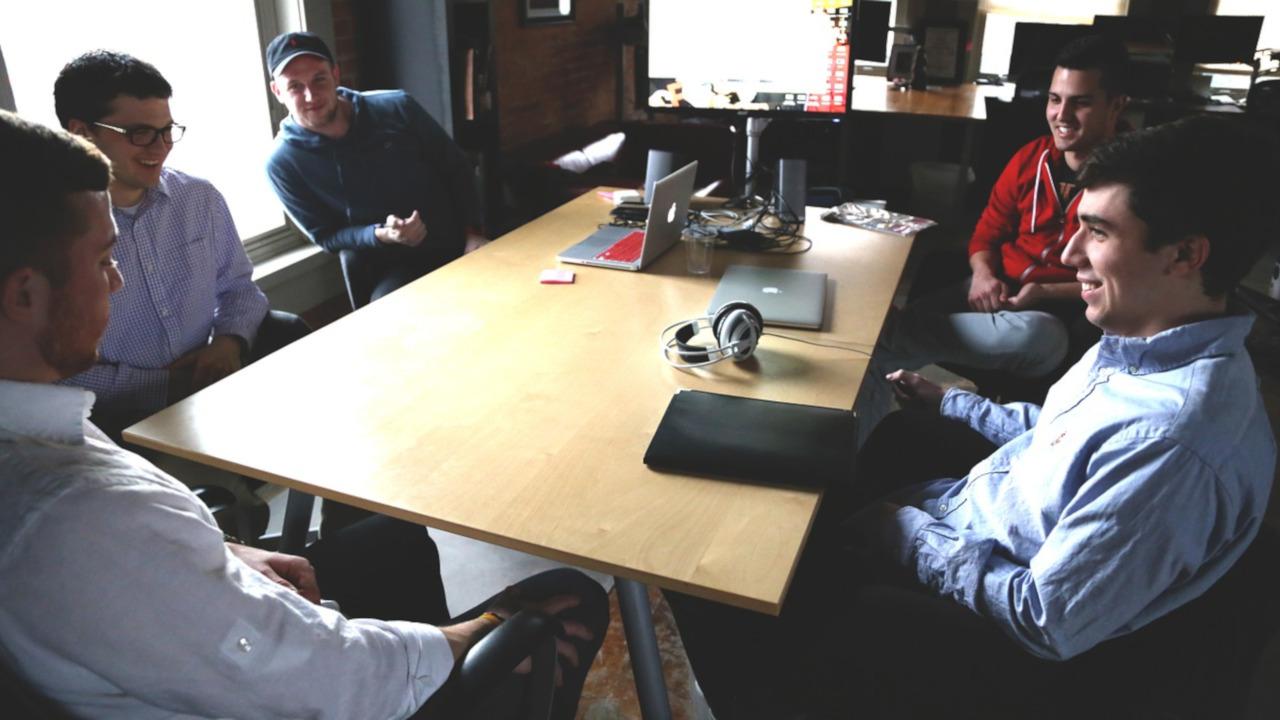 Pracownik w delegacji – zarządzanie dokumentami i kosztami