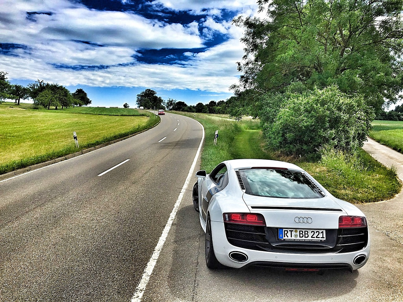 Wynajmowanie aut – coraz bardziej popularna usługa